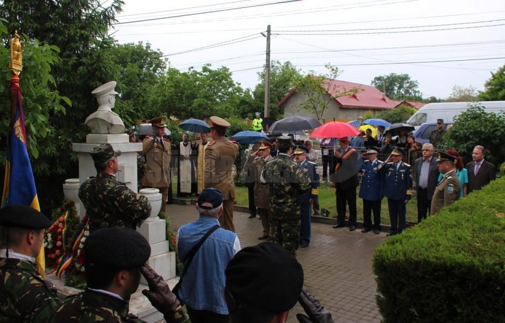 14 depunere coroana la bustul generalului Gusa