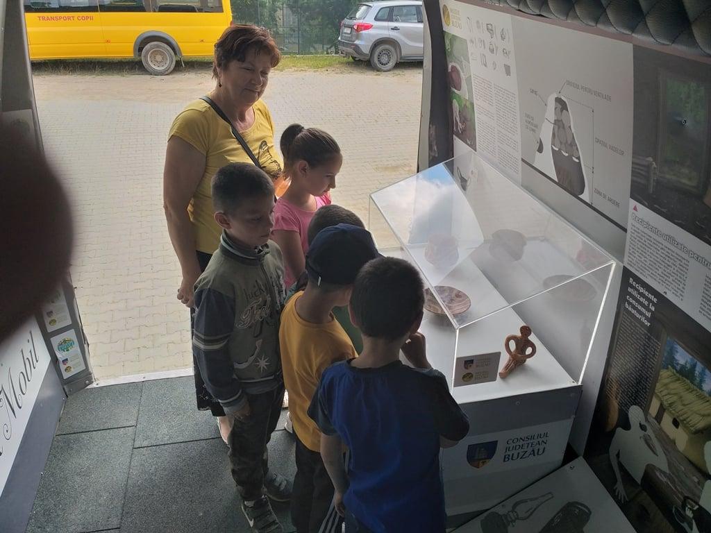 """Incursiune de 90 de minute în """"Jocurile Științei"""", la Muzeul Județean Buzău"""