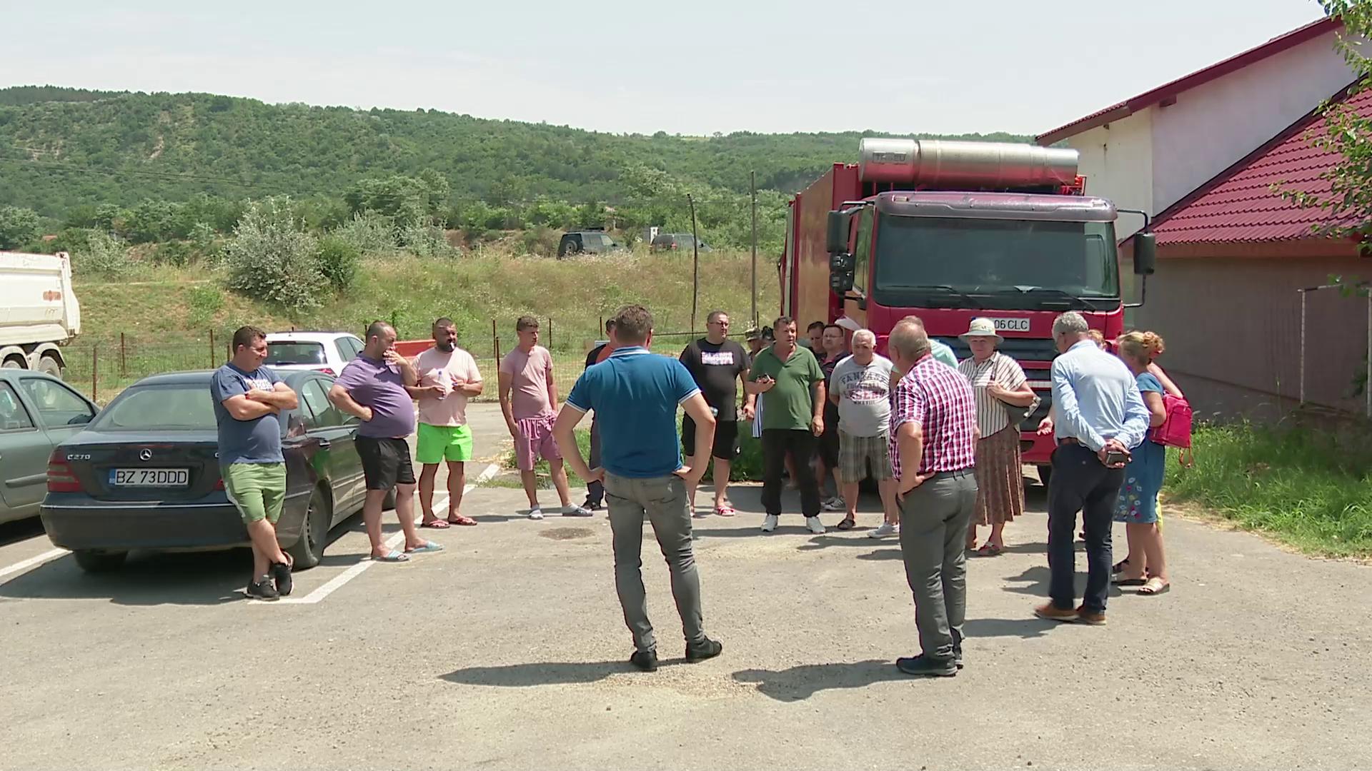 VIDEO Criza apei potabile dintr-o comună buzoiană îndeamnă oamenii la revoltă